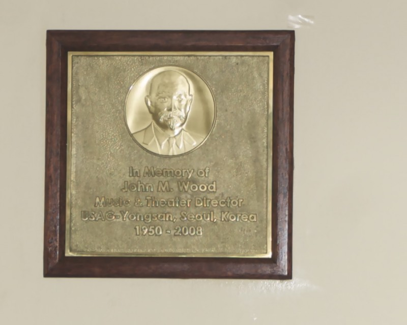 Plaque unveiling honors Yongsan theater legend