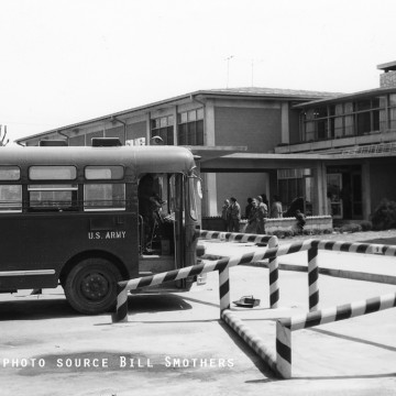 busstop_yongsangarrison_1960s-bsmothers_ysl