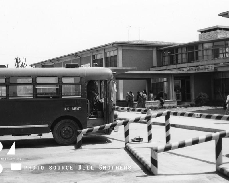 BusStop_yongsanGarrison_1960's-BSmothers_YSL