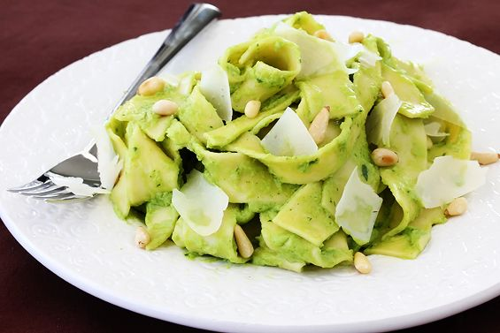 avocado_pesto_pasta1.jpg