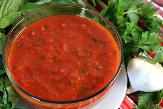pasta sauce that can be made with either fresh or canned tomatoes ...
