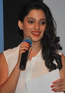 priya bapat husband photo