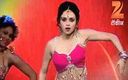 Beautiful Amruta performing on Mala Jau de song