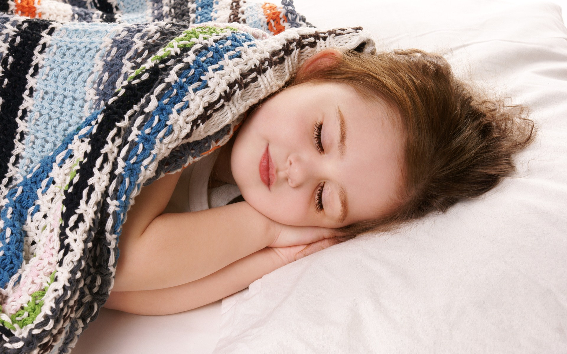 child-girl-sleep-wallpaper-1920x1200