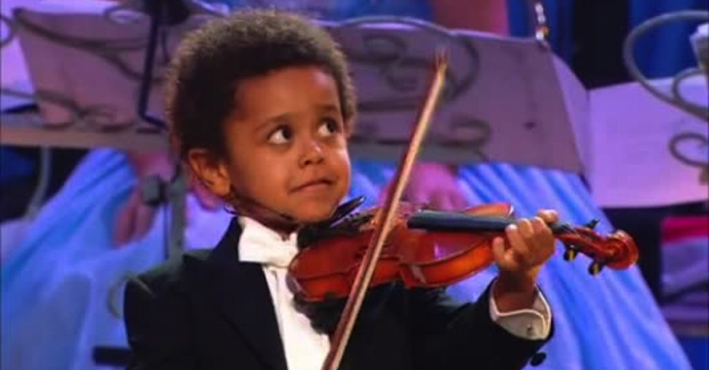 Watch This 4 Year Old Violinist Wow Andre Rieu featured image