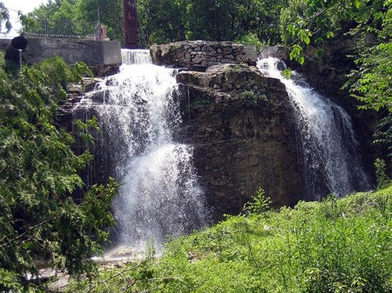 Walter's Falls Is One Of The Few Easily Accessible Waterfalls In Ontario featured image