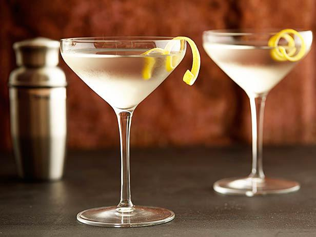 "This Week on ""Dinner Classics"" Cocktail Maestro Norm Owen shows there's only one way to make a Martini featured image"