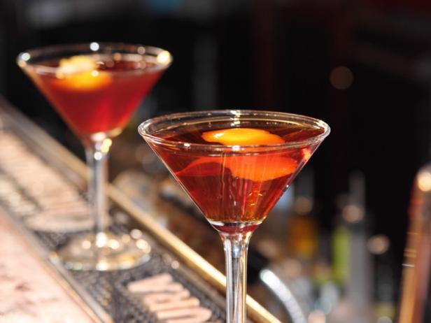 "This week on ""Dinner Classics"" Cocktail Maestro Norm Owen Shows us 4 Variations of The Manhattan featured image"