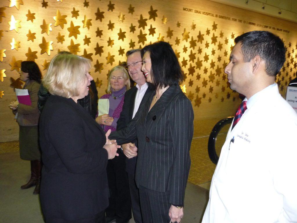 Matthews-shaking-hands-with-Susan
