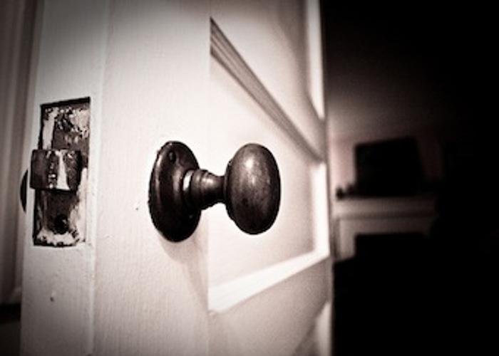 Closing-Door_700x500