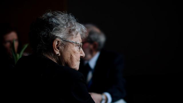 web_senior_woman_profile