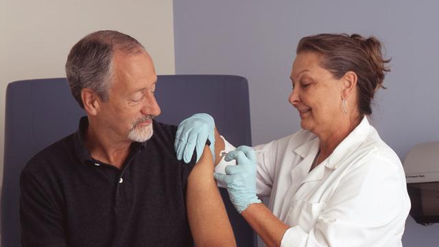 web_man_vaccination