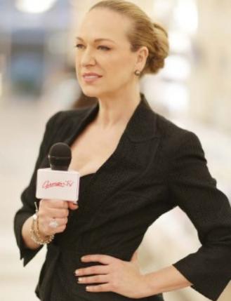 Carmen Host