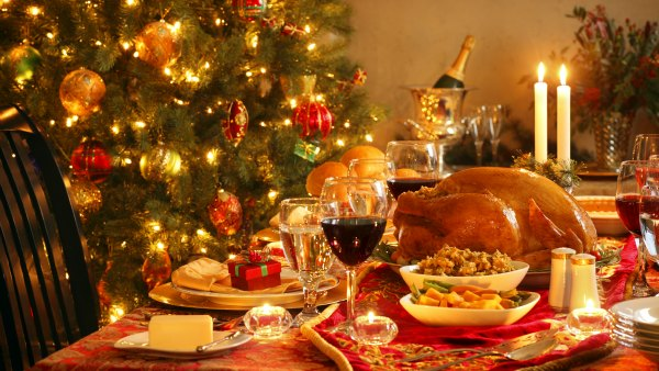 Traditional Christmas Dinner: (c)iStockPhoto/DNY59