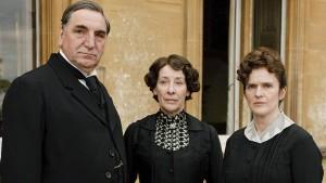 Downton Abbey S1: Mr. Carson (JIM CARTER), Mrs. Hughes (PHYLLIS LOGAN), Sarah O'Brien (SIOBHANN FINNERAN)