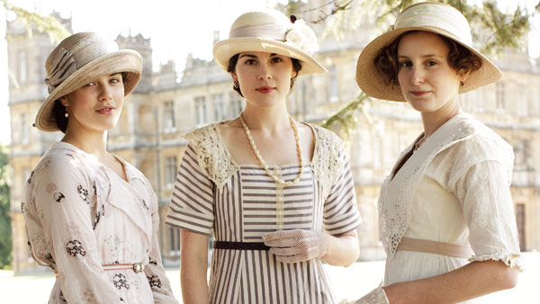 Downton Abbey S1: Lady Sybil, Lady Mary, Lady Edith at Garden Party