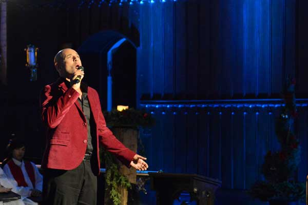 A Christmas Carol Holiday Special 2012: Vocalist Thom Allison performs  Photo: Adam Burnett, Umbrella Photography