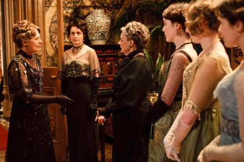 Downton Abbey S1: Greeting Isobel Crawley (Penelope Wilton) for her first dinner at Downton