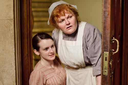 Downton Abbey S1: (l to r) Daisy Robinson (Sophie McShera), Mrs. Beryl Patmore (Lesley Nicol)
