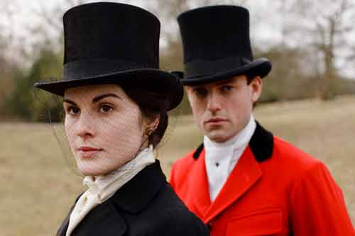Downton Abbey S1E3: Lady Mary and Evelyn Napier are ready to ride out on the hunt