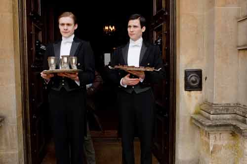 Downton Abbey S1E3: William and Thomas serve refreshments before the hunt