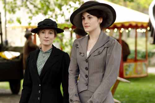 DAS1E4: Anna (Joanne Froggatt) has a pep talk with Mary (Michelle Dockery)