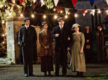 Downton Abbey S1E4: William, Gwen, Thomas and Daisy go to the fair.