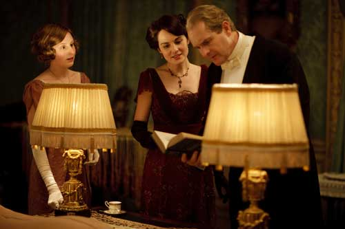 Downton Abbey S1E5: Lady Edith, Lady Mary and Sir Anthony Strallan after dinner