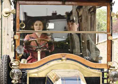 Downton Abbey S2E1: Lady Edith and Branson out for a drive