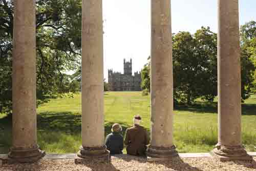 DAS2E5: Lady Edith and the mysterious Canadian soldier spend time together on the Downton grounds