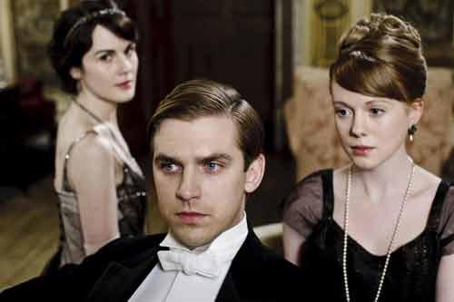 Downton Abbey S2E1: The love triangle - Lady Mary (Michelle Dockery), Matthew (Dan Stevens) and Lavinia Swire (Zoe Boyle)