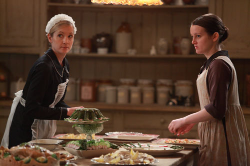 DAS2E2: Anna and Daisy at work in the kitchen