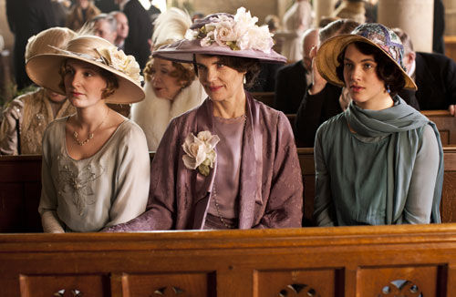 DAS3E1: Lady Edith, Lady Grantham and Lady Sybil at Matthew and Mary's wedding