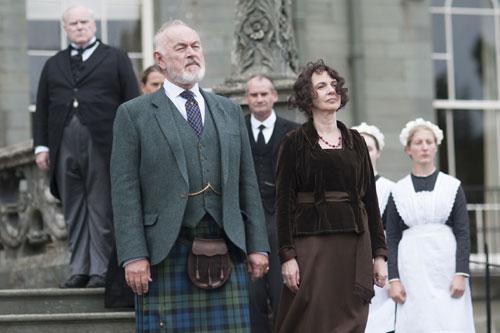 DAS3E7: Shrimpy and Susan MacClare welcome the Crawleys to Duneagle Castle, Scotland