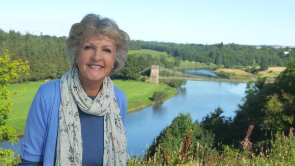Hidden Coastal Villages with Dame Penelope Keith - E3