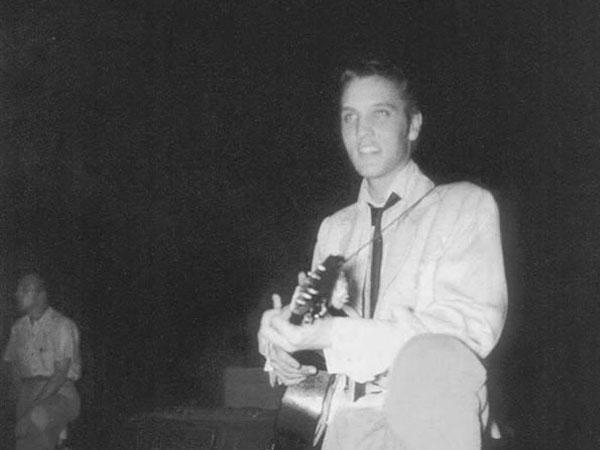 Elvis-1954_july_30-4x3