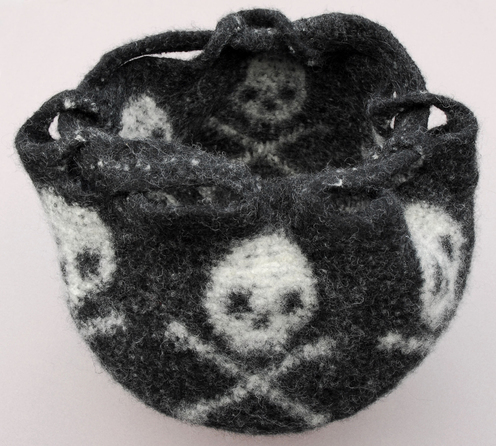 https://d24b8wp6jbsvpy.cloudfront.net/pattern_picture_w496s/21813/OpenFeltedTCSkullBagRight.JPG