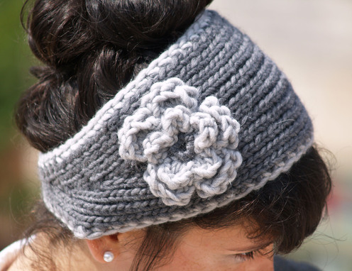 IAMSport: Knitted ear warmer with flower