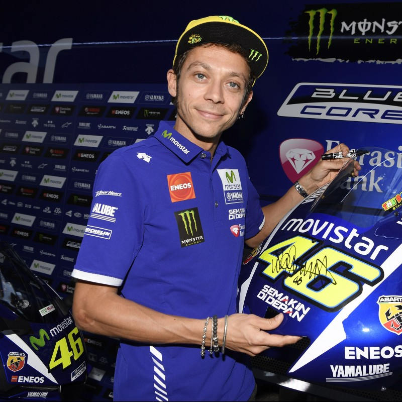 Front cowling Yamaha Movistar YZR-M1 Valentino Rossi #46, signed