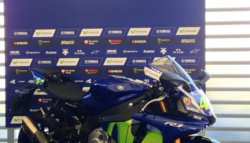 Yamaha YZF-R1 with MotoGP design, signed by Valentino Rossi