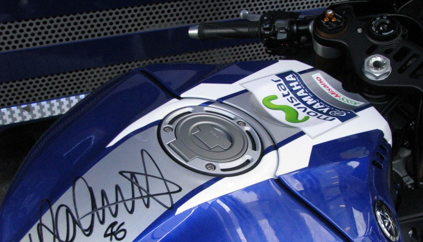 Yamaha YZF-R1 in livrea MotoGP signed by Valentino Rossi