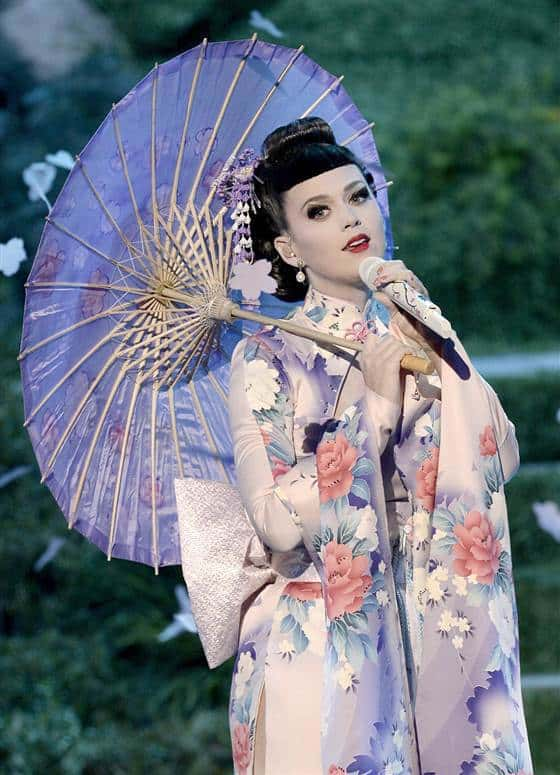 Katy Perry's AMA Geisha-Inspired Outfit Sparks Controversy