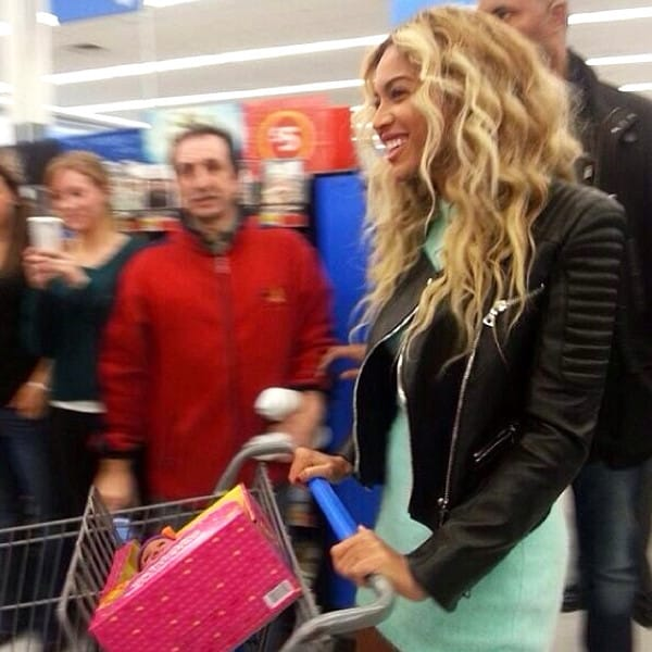 Beyonce gives 750 lucky Wal-Mart customers $50 gift cards