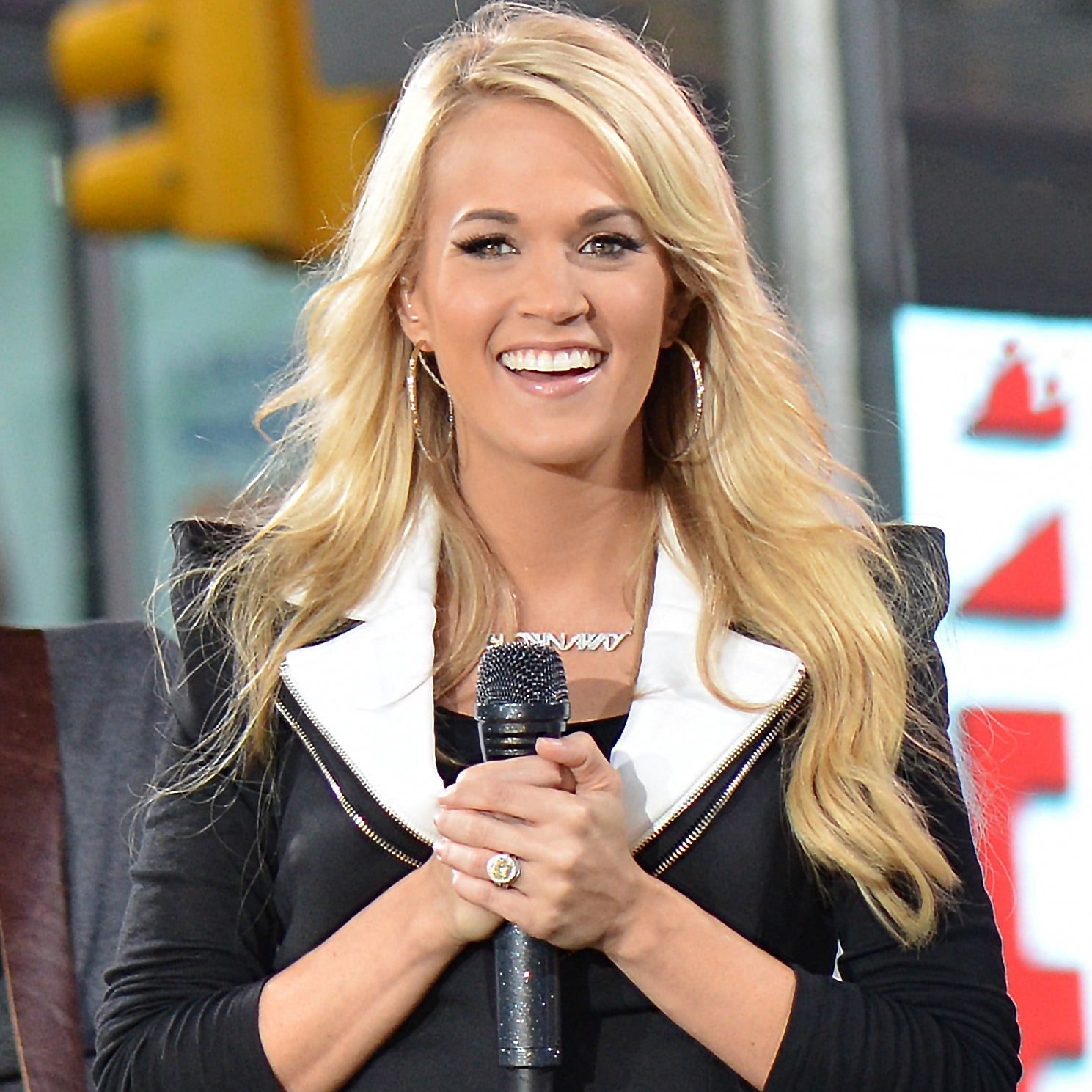 Carrie Underwood Live in Times Square. Photo Credit: Flickr:Dephisticate