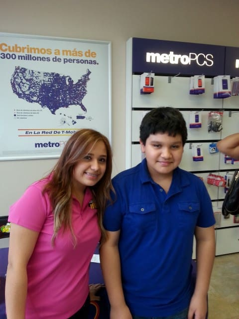 Mix FM Fans Win Daddy Yankee Tickets at Metro PCS Alton