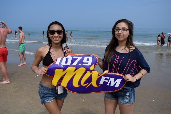 Mix FM Spring Break Fans at South Padre Island