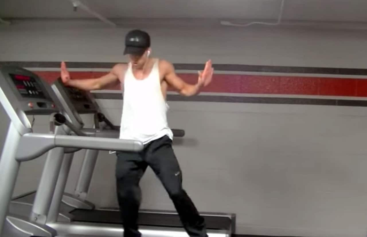 "Guy on a Treadmill Dances to ""Uptown Funk"""