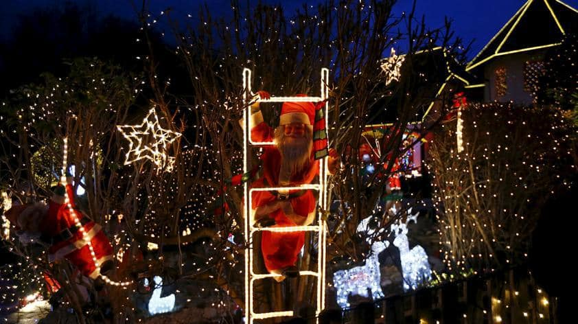 Your Christmas Lights Could Screw Up Your Wi-Fi
