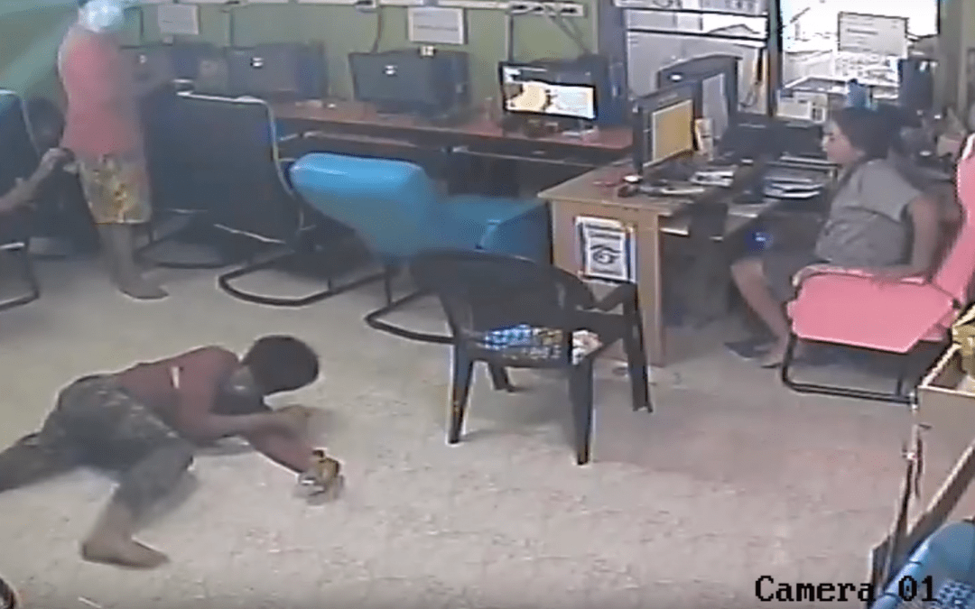 A Snake Attacks Several People at an Internet Café!