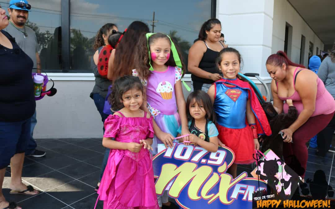 Thank you to everyone that came out to say Hi.  Here's some photos from our Halloween Trick or Treat!